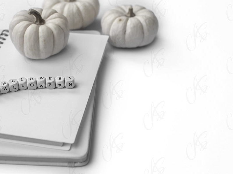 mockup-flatlay-biurowy-bialy-halloween-biala-dynia-40