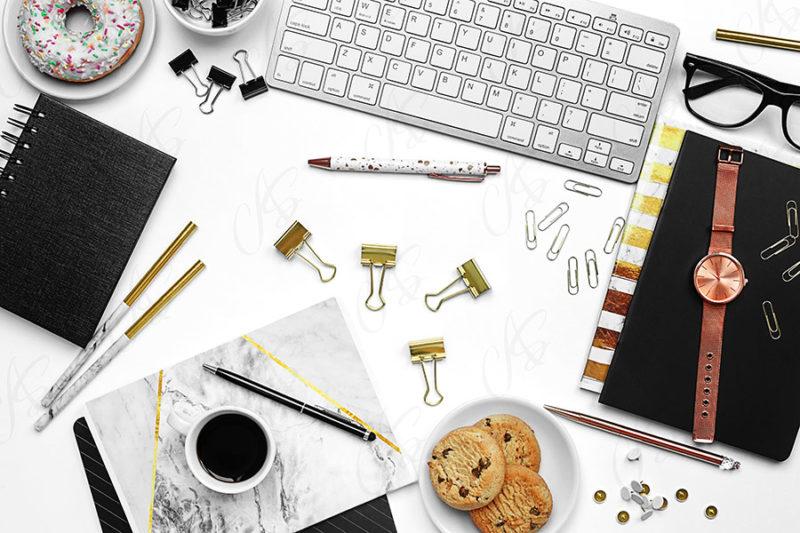 mockup-flatlay-biurowy-zloto-czarny-notes-klawiatura-dlugopis-119