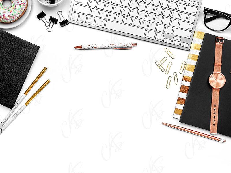 mockup-flatlay-biurowy-zloto-czarny-notes-klawiatura-dlugopis-121