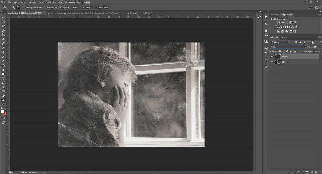portret-chlopca-przy-oknie-zdjecie-czarno-biale-tryb-ekran-efekt-po-nalozeniu