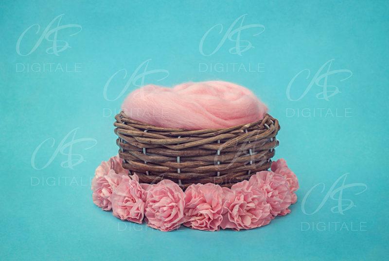 tło-cyfrowe-noworodek-newborn-digital-backdrop-wiklinowy-koszyk-niebieskie-tlo-rozowe-kwiaty